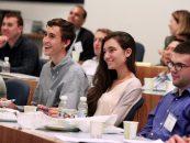 Tinerii îşi redescoperă educaţia identitară
