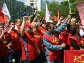 Poştaşii au protestat în faţa Prefecturii