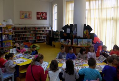 Citim împreună la bibliotecă