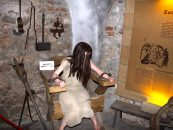 Tortură în stil medieval la Palatul Culturii