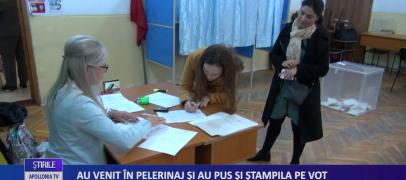 Au venit în pelerinaj şi au pus şi ştampila de vot