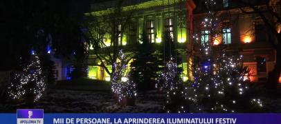 Mii de persoane, la aprinderea iluminatului festiv